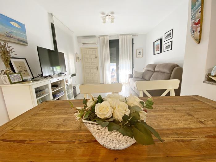 Casa adosada -                                       L´escala -                                       2 dormitorios -                                       0 ocupantes